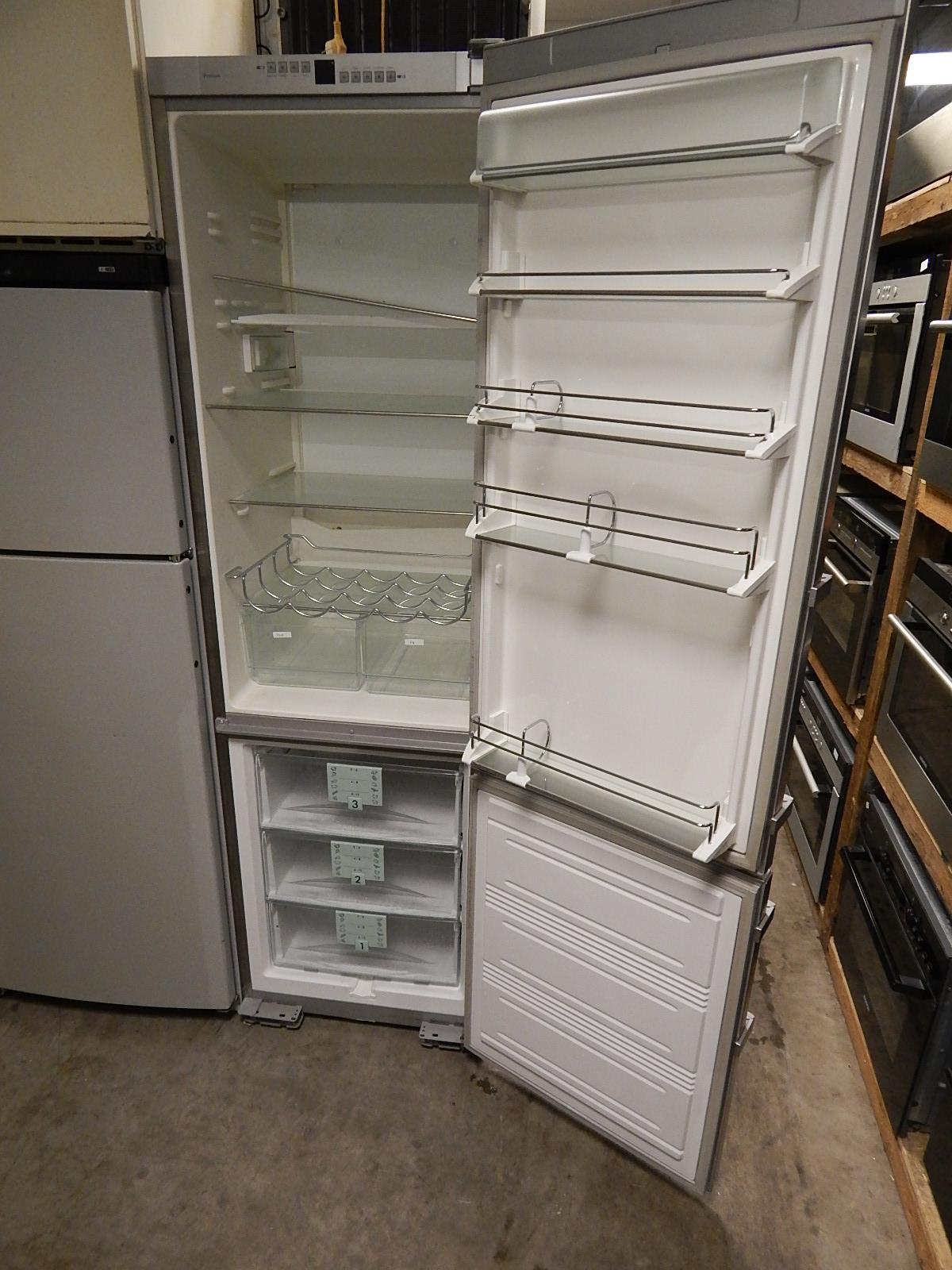 Liebherr RVS koelkast geopend