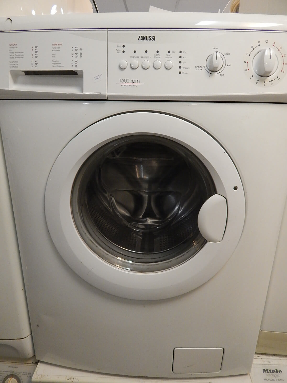 2e hands wasmachine Zanussi 1